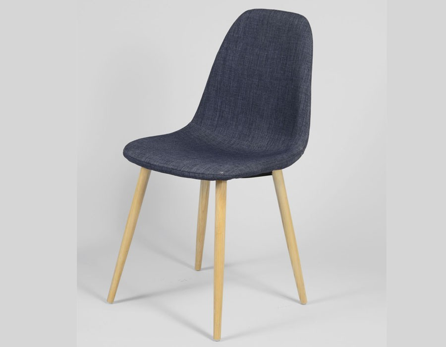 Chaise bleue scandinave