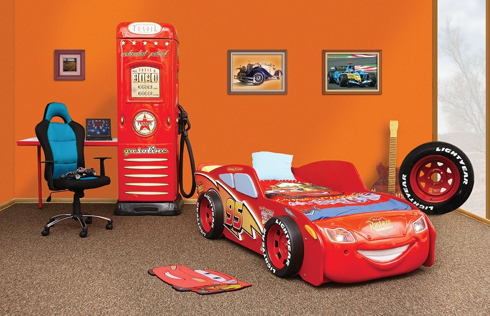 Idee deco chambre flash mcqueen 180432 la for Decoration maison automobile