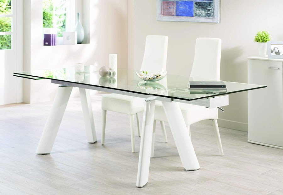 Table salle a manger blanc laqu extensible id es de d coration et de mobilier pour la for Table laque 8 places