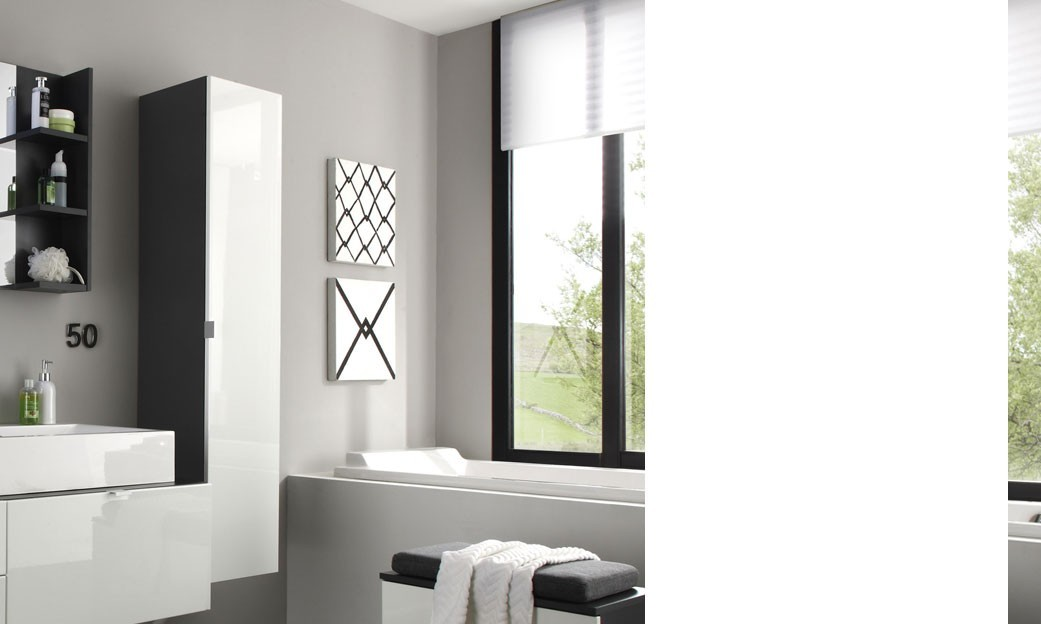 grande colonne murale de salle de bain blanc avec miroir splash. Black Bedroom Furniture Sets. Home Design Ideas